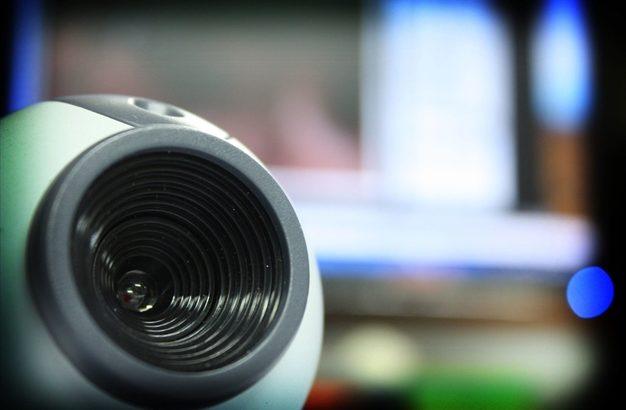 ウェブカメラは高画質なのにマイクが残念、ウェブカメラの選び方は?